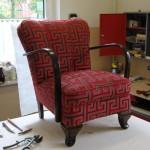 Nach dem beizen, lackieren und dem Besuch beim Polsterer ist der Sessel wieder wie neu