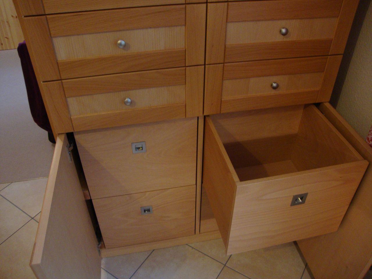 Massiver Buchenholzschrank für Küche mit Türen und