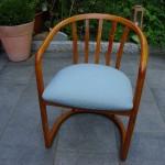 Der Stuhl aus Esche war vorher dunkel gebeizt..