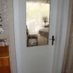 Lichtausschnitt und Türfüllung der Innentüren wurden dem Design der Haustür angeglichen