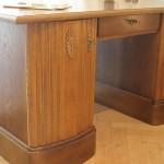 Die Oberflächen der Türen und Schubladen sind neu lackiert