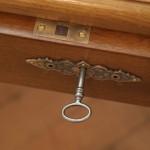 Detail: Die Schlösser wurden durch einen Schlosser ausgetauscht