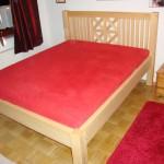 Bett aus massiver Kiefer
