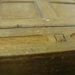 Detail: Der Schrank ist mit Holznägeln konstruiert