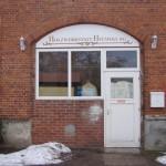 Der Eingang zur Holzwerkstatt befindet sich auf dem Hinterhof