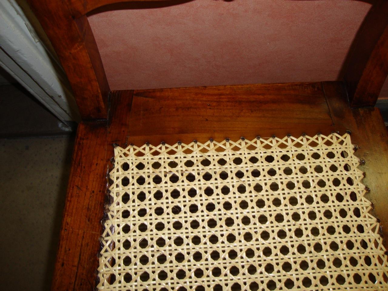 m bel reparatur hamburg ein stuhl mit korbgeflecht wird repariert tischlerei hamburg. Black Bedroom Furniture Sets. Home Design Ideas