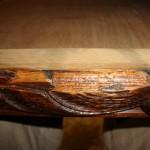 Detail: Die Schnitzereien sind beschädigt