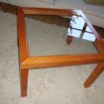 Holztischchen mit eingelegter Glasplatte