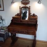 Der antike Schminktisch nach der Restaurierung: Ein außergewöhnliches Möbelstück verlangt einen besonderen Platz