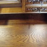 Detail: Die Risse im Holz sind verschlossen worden