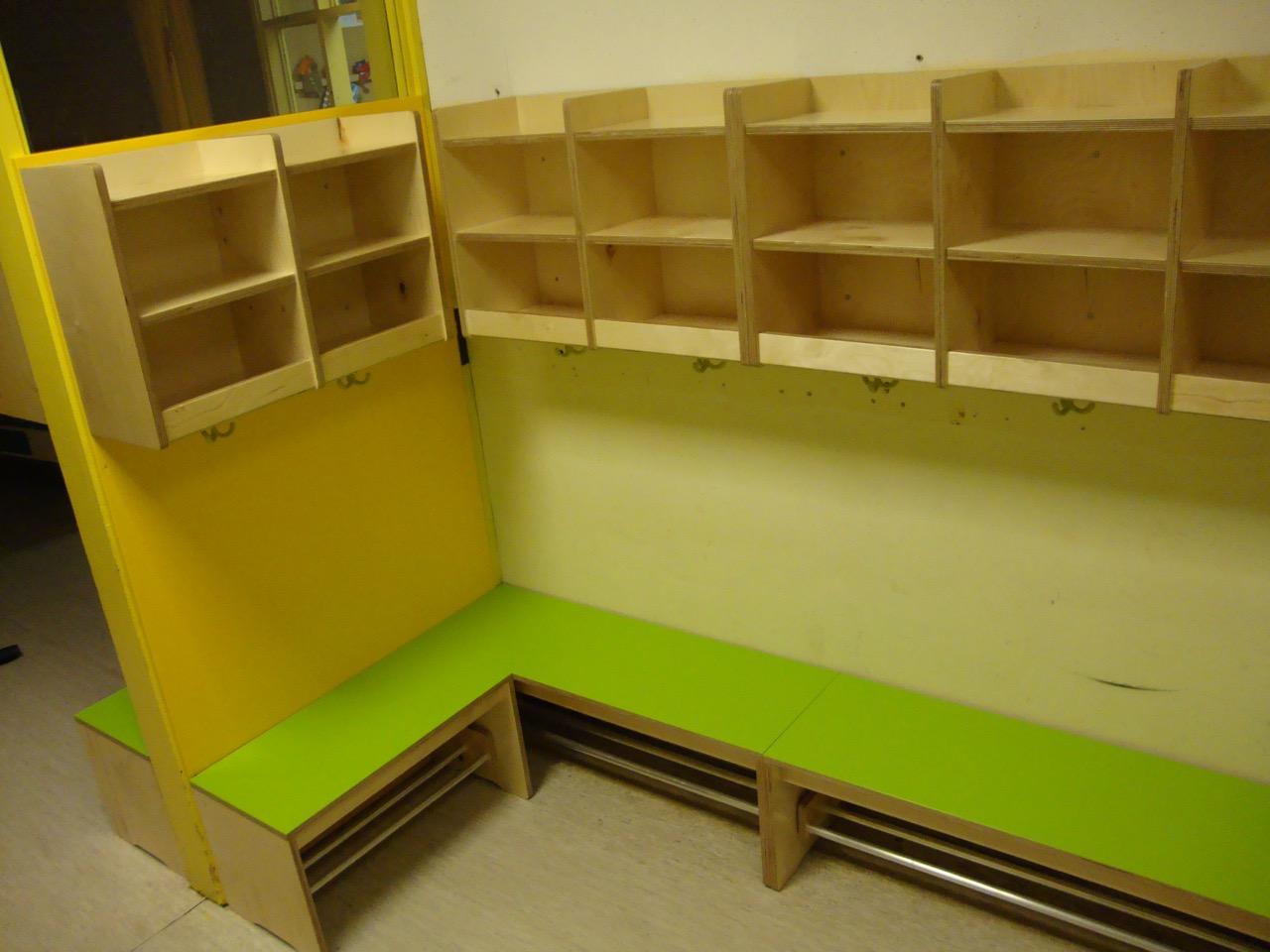 B nke mit garderobe f r einen kindergarten tischlerei for Garderobe kindergarten