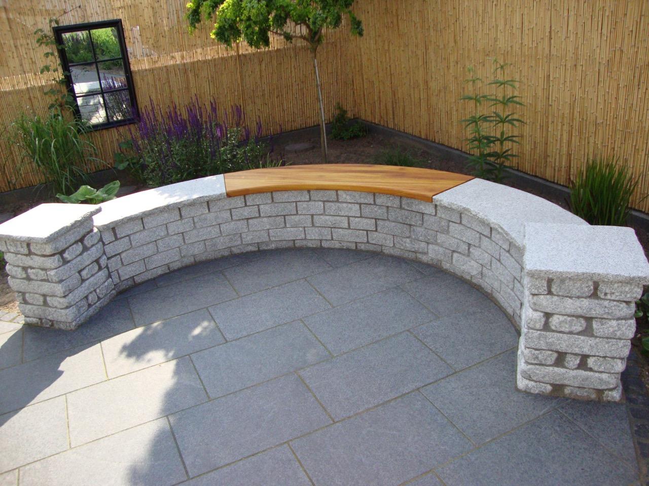 so erh lt die steinmauer als terrassen abschluss eine besondere note tischlerei holzwerkstatt. Black Bedroom Furniture Sets. Home Design Ideas