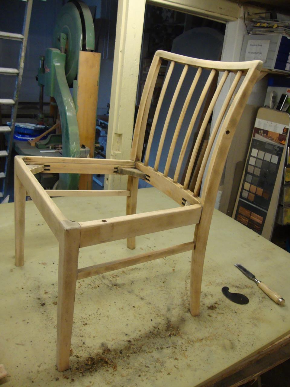 restaurierung eines stuhls tischlerei hamburg tischlerei holzwerkstatt helmeke m belbau in. Black Bedroom Furniture Sets. Home Design Ideas