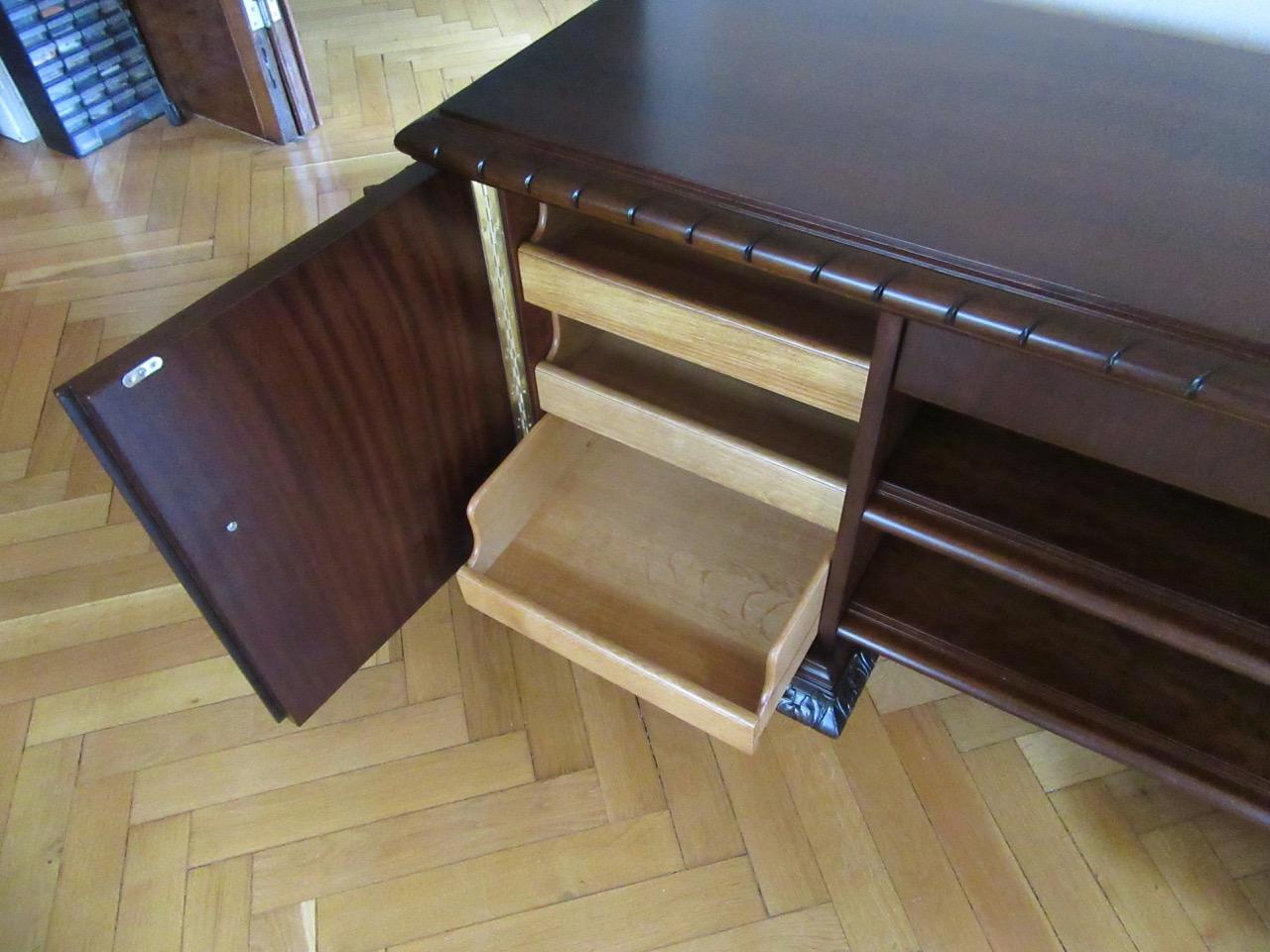 auf kundenwunsch umbau tisch zu anrichte tischlerei hamburg tischlerei holzwerkstatt helmeke. Black Bedroom Furniture Sets. Home Design Ideas