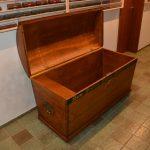 Erfahrener Tischler restauriert Möbel antik
