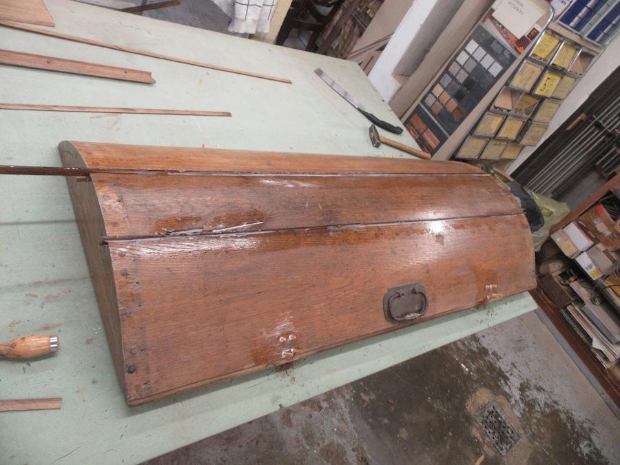 Deckel antike Truhe Tischler