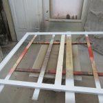 Eichenholz wird mit 2-Komponenten-Lack weiß lackiert