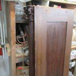 Tür antiker Schrank