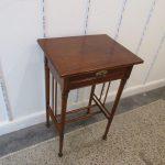 Tischler aus Harburg lackiert Tisch