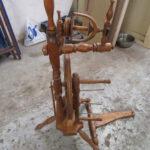 Altes Spinnrad beim Tischler