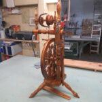 Spinnrad neu lackiert und zusammengebaut