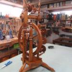 Altes Spinnrad erstrahlt in neuem Glanz