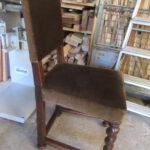 Stuhl mit gedrechselten Beinen