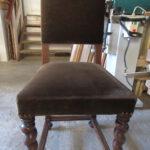 Erneuern der Stühle beim Tischler