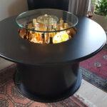Tisch mit hochfahrbarer Beleuchtungseinheit in Tischlerei neu lackiert