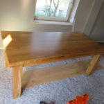Endergebnis: Neugefertigter Tisch mit Baumkante
