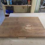 Tischplatte wird restauriert
