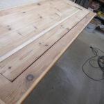 Auffüllen von Rissen in Holzplatte